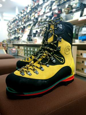 雪山登山の定番靴、ネパールエボが入荷!